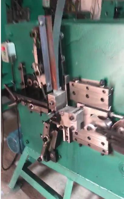 mesin untuk klem tali pengikat seng PP dengan menggunakan lembaran potongan baja